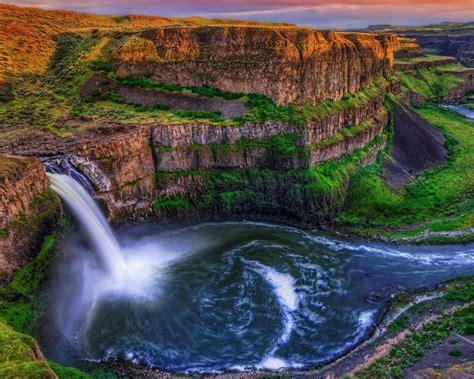 Spectacular Waterfalls Widescreen Desktop Wallpaper 02