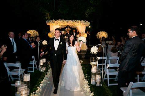 42 Incredible Night Wedding Photos That Are Must See