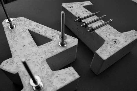 edelstahlstange mit gewinde hausnummer beton arial bold 32 cm beton fabrik hausnummern zahlen und buchstaben aus beton