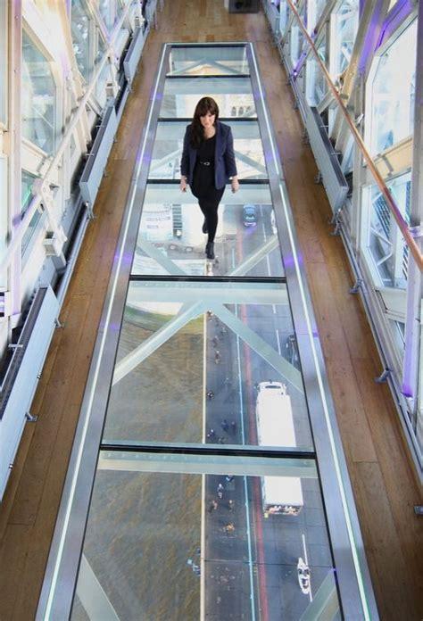 tower bridge unveils glass walkway  river thames