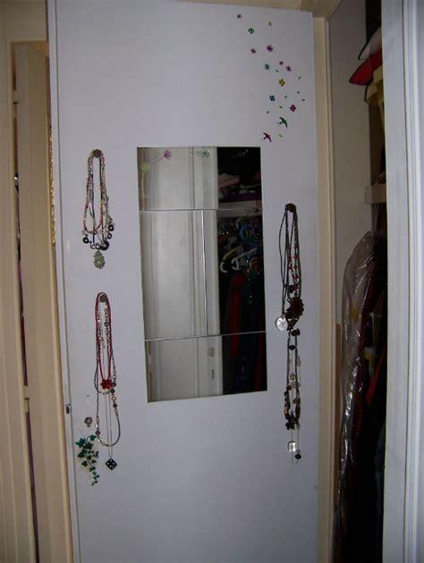 coller un miroir sur porte de placard