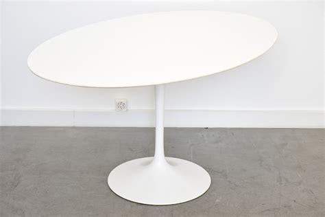 Eero Saarinen Tisch by Saarinen Tulip Tisch Mit Ovaler Laminat Platte 137 Cm