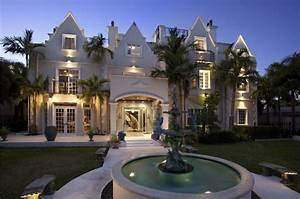 Fancy Tropical Manor in Florida, USA