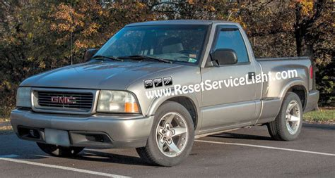 electric and cars manual 1992 gmc sonoma security system diy remove the front door panel on gmc sonoma 1998 2004 reset service light reset oil life