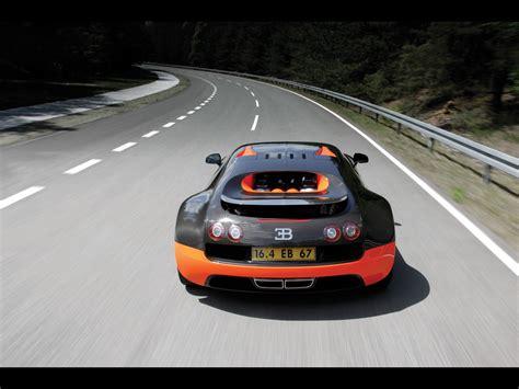 The veyron super sport has 1200 horsepower and goes 258 mph. fotografia de Bugatti-Veyron-16-4-Super-Sport-World-Record ...