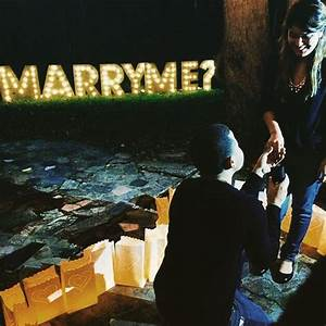 the best christmas proposal ever diy marry me marquee With marry me light up letters