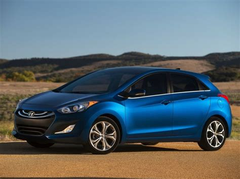 Cost Of Hyundai Elantra by 2015 Hyundai Elantra Gt Debuts With Lower Cost Tech