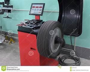 équilibrage Des Roues : la machine outil pour l 39 quilibrage des roues photos stock image 22019163 ~ Medecine-chirurgie-esthetiques.com Avis de Voitures