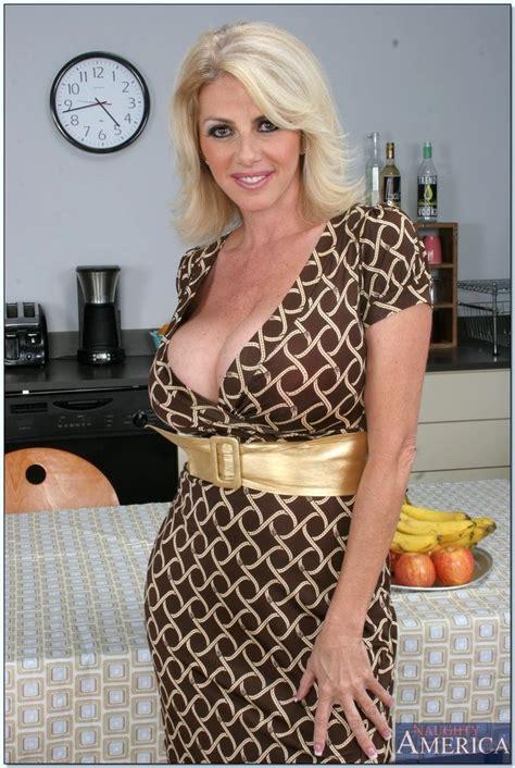 Sex HD MOBILE Pics My Friends Hot Mom Penny Porsche Erotic