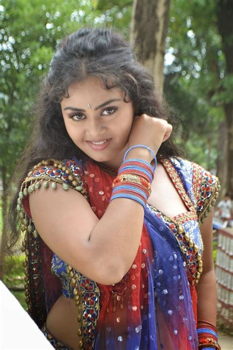 tanu shree chatterjee hot picture wallpaper image