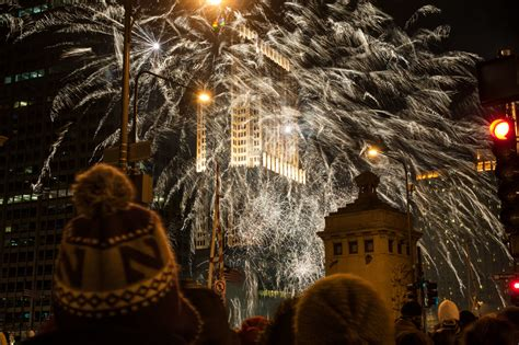 magnificent lights parade 2017 magnificent mile lights festival things to do in chicago