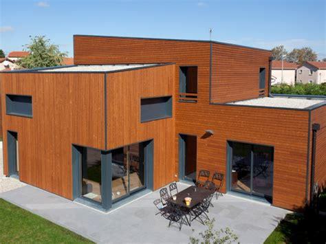 maison bois contemporaine par ocube architecte dans la banlieue lyonnaise construire tendance