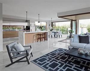 1001 conseils et idees pour une cuisine ouverte sur le salon With idee deco cuisine avec chaise de salon en bois