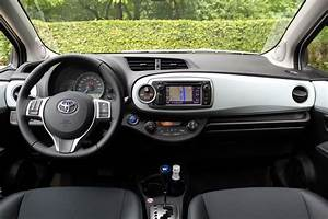 Toyota Yaris Dynamic Business : essai vid o toyota yaris hybride premi re r ussie ~ Medecine-chirurgie-esthetiques.com Avis de Voitures