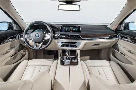 Bmw Series 7 Interior by New Bmw 7 Series 2015 Pictures Auto Express