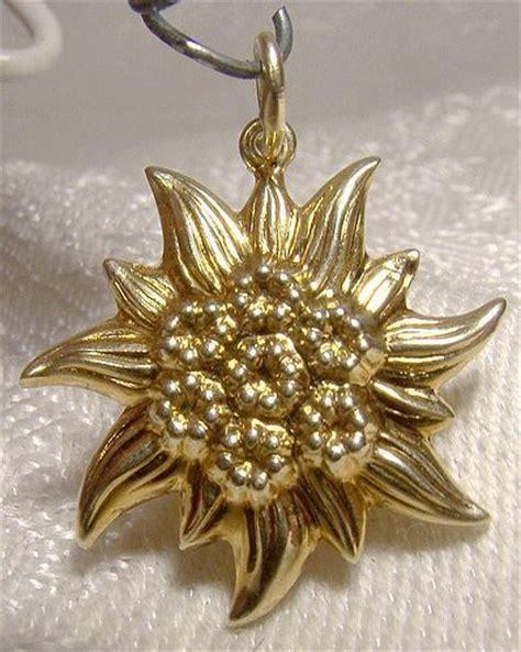 edelweiss flower yellow gold charm pendant  item