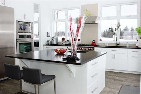 Cuisine moderne blanche et noir Les Armoires Séguin Cabinets