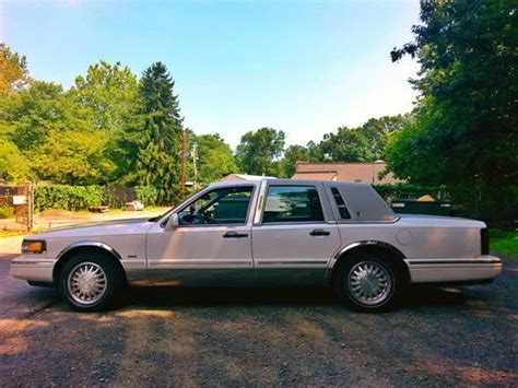 sell   lincoln town car   milford  jersey