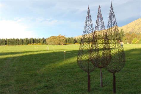 garden art sculptures   recycled fencing wire