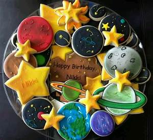 Best 25+ Planet Cake ideas on Pinterest | Astronaut ...