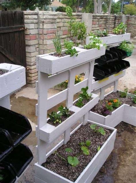 idee per il giardino arredare giardino con i bancali idee fai da te per il