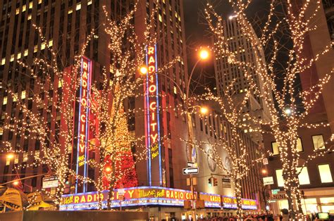 christmas lighting at radio city music hall new york