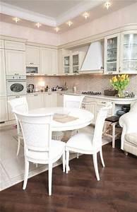 Runder Esstisch Weiß : ein runder esstisch ist die perfekte l sung bei platzmangel ~ Orissabook.com Haus und Dekorationen