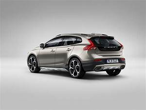 V40 Cross Country : 2017 volvo v40 cross country new engines 1 5l t3 and 2 0l t4 and 2 liter d2 autoevolution ~ Medecine-chirurgie-esthetiques.com Avis de Voitures
