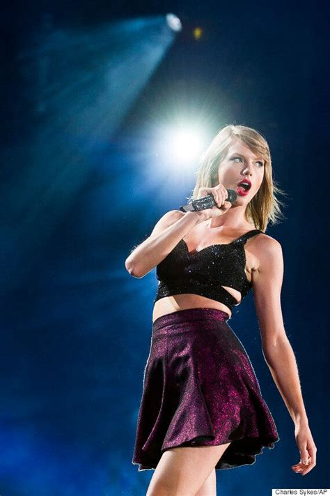 Taylor Swift Gets Stuck On Stage When Part Of Her '1989 ...