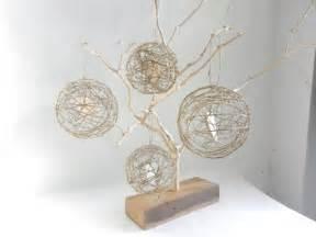 deco mariage fait maison déco de mariage thème nature chêtre coeurs emprisonnés dans des boules de ficelle à