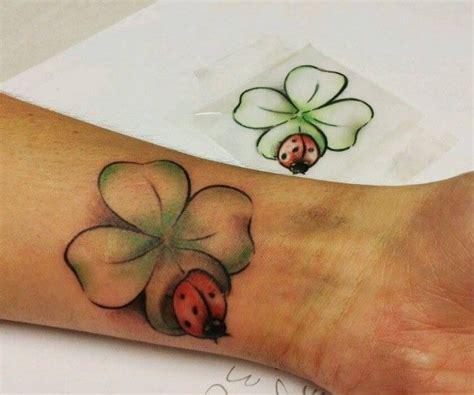 tattoos handgelenk vorlagen kostenlos die 25 besten ideen zu kleeblatt tattoos auf irische tattoos drei schwestertattoos