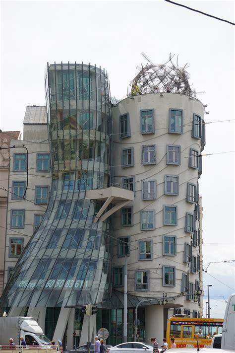 das tanzende haus  prag moderne architektur  prag