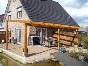 Grill überdachung Holz : holz im garten terrassen berdachung und gartenhaus garten heimwerker ~ Buech-reservation.com Haus und Dekorationen