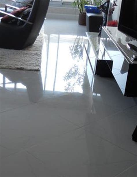 carrelage gris brillant