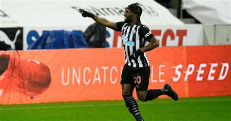 Saint-Maximin provides update on his future with Newcastle