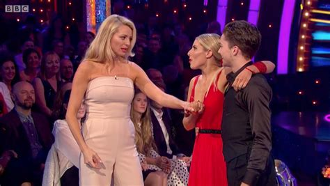 Tess Daly suffers distracting wardrobe malfunction on ...