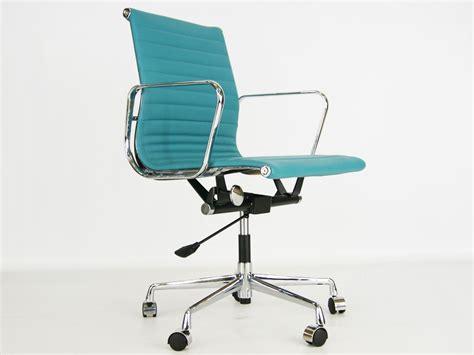 chaise eames bleu chaise de bureau eames chaise bureau eames 8 oct 17 15 31