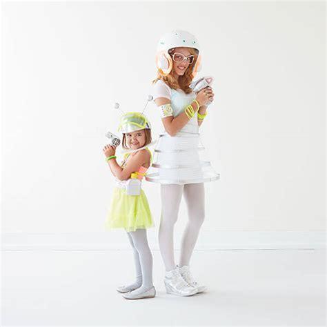 Family Halloween Costumes   Hallmark Ideas & Inspiration