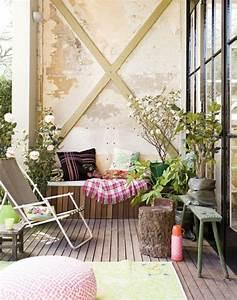 1001 ideen zum thema schmalen balkon gestalten und einrichten With balkon teppich mit tapete industrial chic