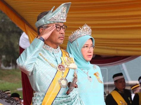 kerana institusi raja terbentuknya malaysia hari