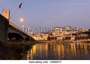 Fluss In Portugal : old town in der abendd mmerung old town coimbra portugal europa i altstadt bei ~ Frokenaadalensverden.com Haus und Dekorationen