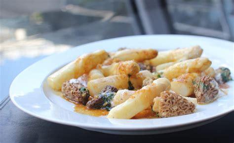cuisiner morilles fraiches recette d 39 asperges aux morilles par frédéric vardon