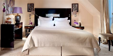 hotel deco luxury hotel rooms suites with eiffel tower view plaza athenee dorchester collection