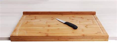 planche bois cuisine planche de travail en bambou grand modèle avec rebord