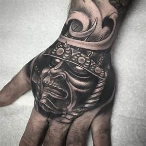 Hand Tattoos Schrift : japanische krieger hand handtattoo in schwarz und grau maske helm trends pinterest tattoo ~ Frokenaadalensverden.com Haus und Dekorationen