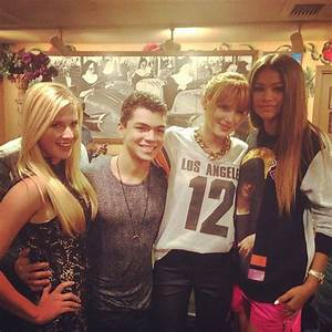 """Zendaya Enjoyed Time With Her """"Shake It Up"""" Co-Stars And ..."""
