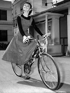 Audrey Hepburn on Set of Film Sabrina 1954 (Dress by ...