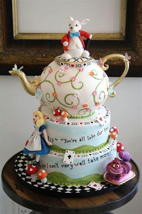 la cuisine d au pays des merveilles les 25 meilleures idées de la catégorie gâteaux disney sur
