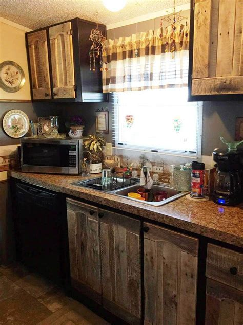 Kitchen Cabinets Using Old Pallets   101 Pallet Ideas
