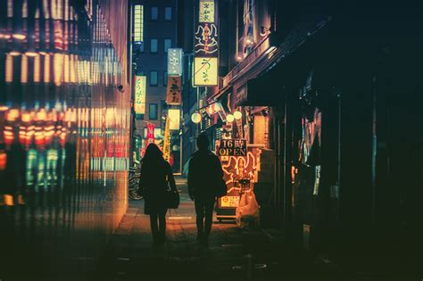 tokyos streets photographed  night  masashi wakui